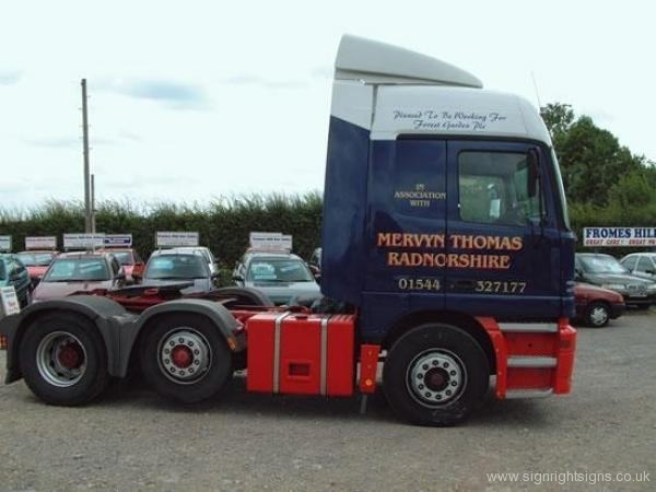mervyn_thomas_lorry